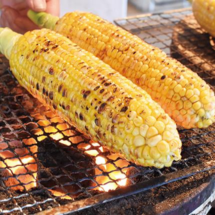 街上的烤玉米